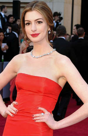 Anne Hathaway diamond necklace weighing 94 carats, with a diamond ring and a 10 carat diamond  pair of earrings.