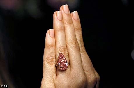 largest pink diamond pear shaped