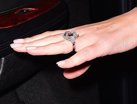 How Many Carats Is In Correa S Engagement Ring