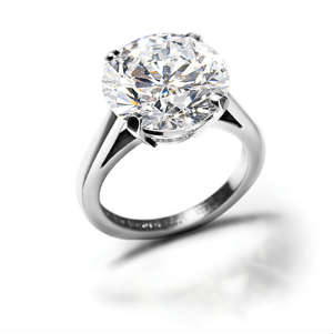 Round cut diamond wedding ring