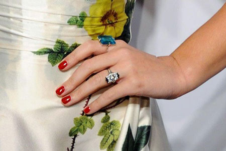 Katy Perry  single diamond engagement ring