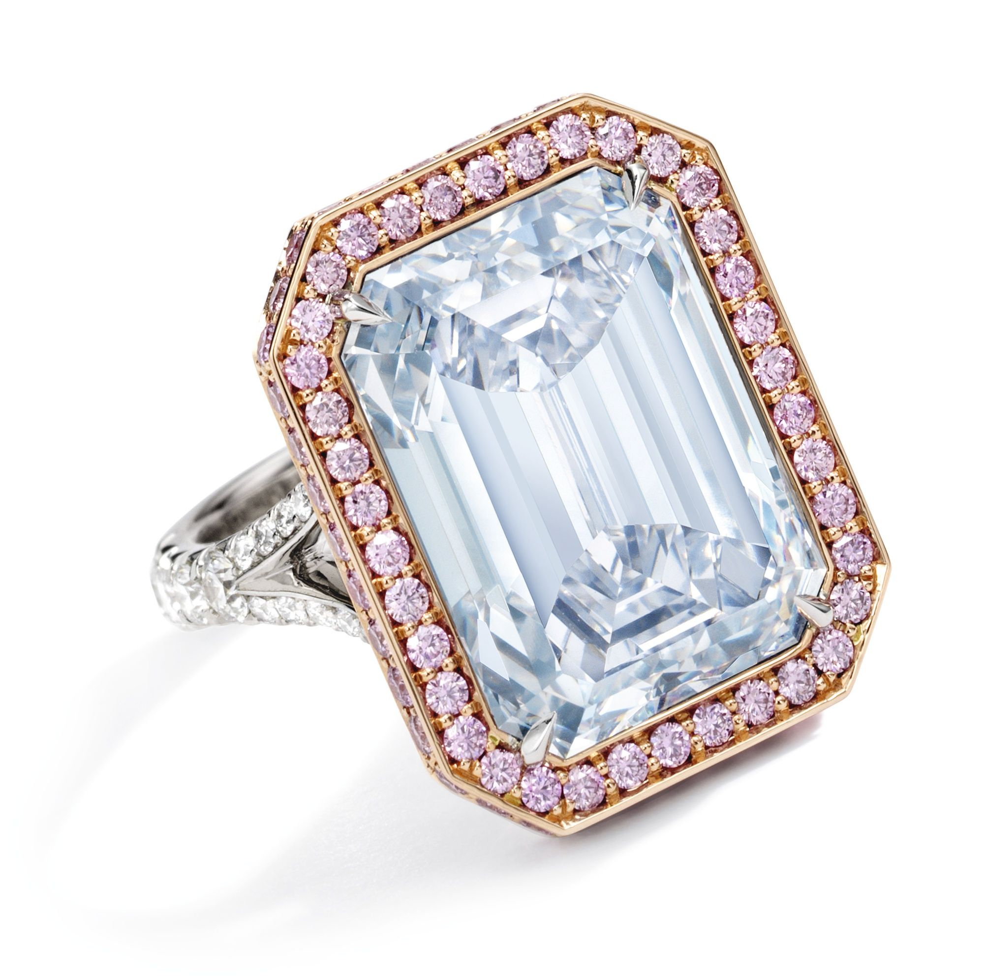 colored highlights fancy rose tinted new gold platinum an and centering blue from jewels york sothebys ring diamond magnificent april important