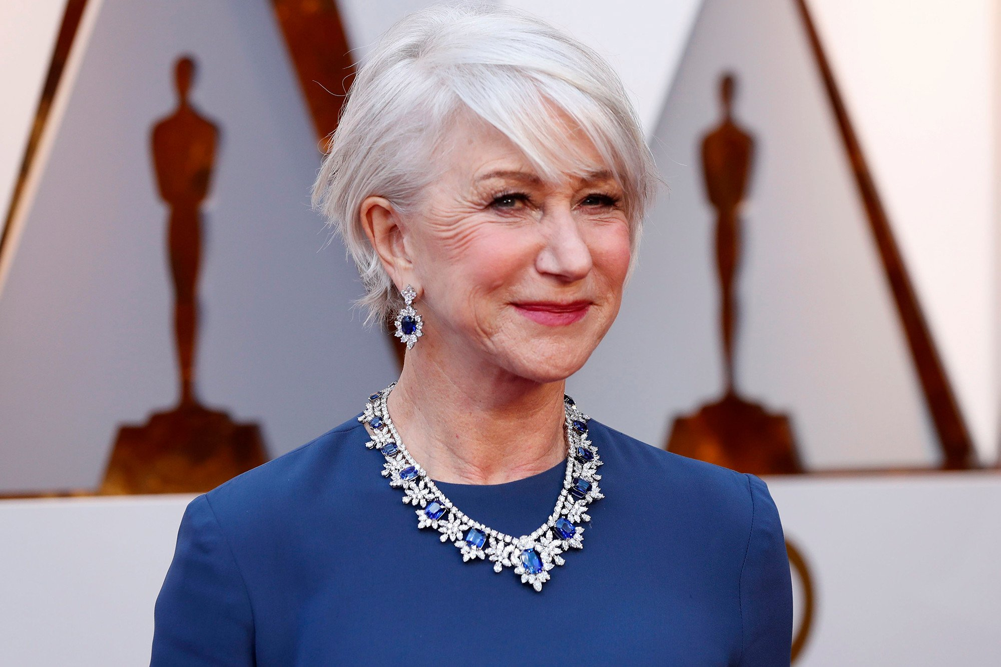 Helen Mirren at the oscars 2018 wearing a sapphire diamond necklace